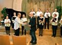 Kansallis-Kuoro luovuttaa nuottien alkuperäiskäsikirjoituksia Kansalliskirjastolle kevätkonsertissa 28.5.2015.